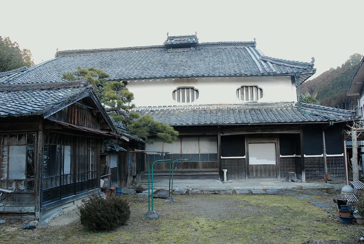 ferme japonaise traditionnelle a la campagne au japon. Black Bedroom Furniture Sets. Home Design Ideas
