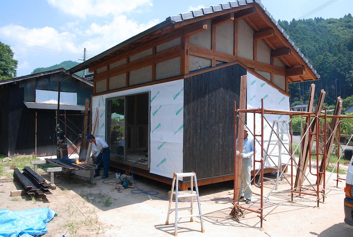 Construction d une maison japonaise yaki ita la campagne au japon - Construction maison japonaise ...