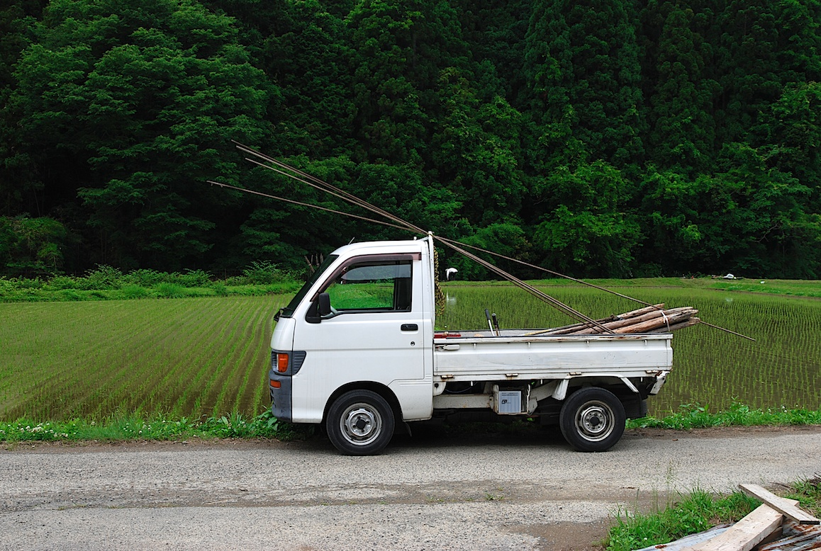 petit camion blanc japonais la campagne au japon. Black Bedroom Furniture Sets. Home Design Ideas