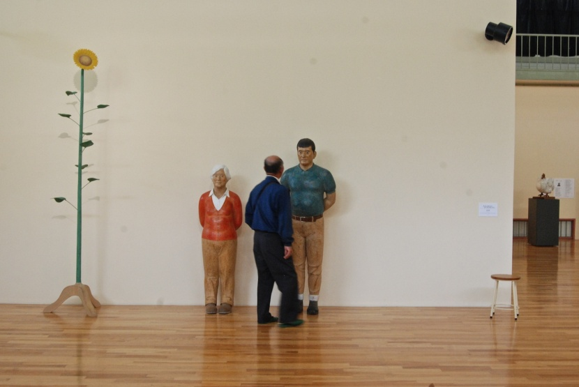 expo de sculptures sur bois à Ooya